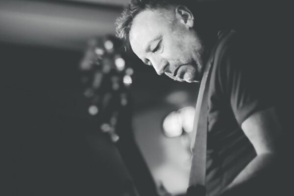 Peter Hook, por Mark McNulty